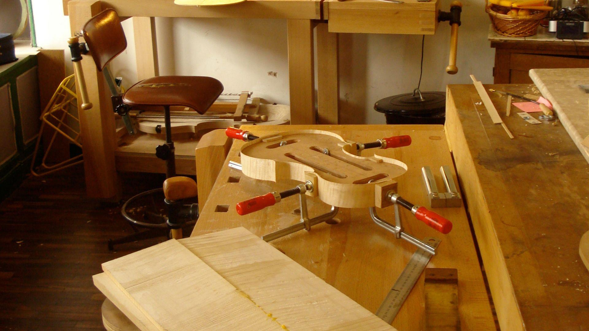 Atelier de reconstitution des Vingt-quatre Violons du Roi commandés par le CMBV