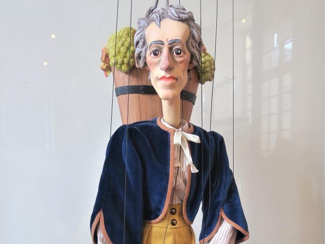 Atys, Sangar, marionnette, parodie