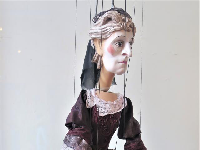 Hyppolite et Aricie, Oinone, marionnette, parodie