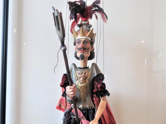 Hyppolite et Aricie, Pluton, marionnette, parodie