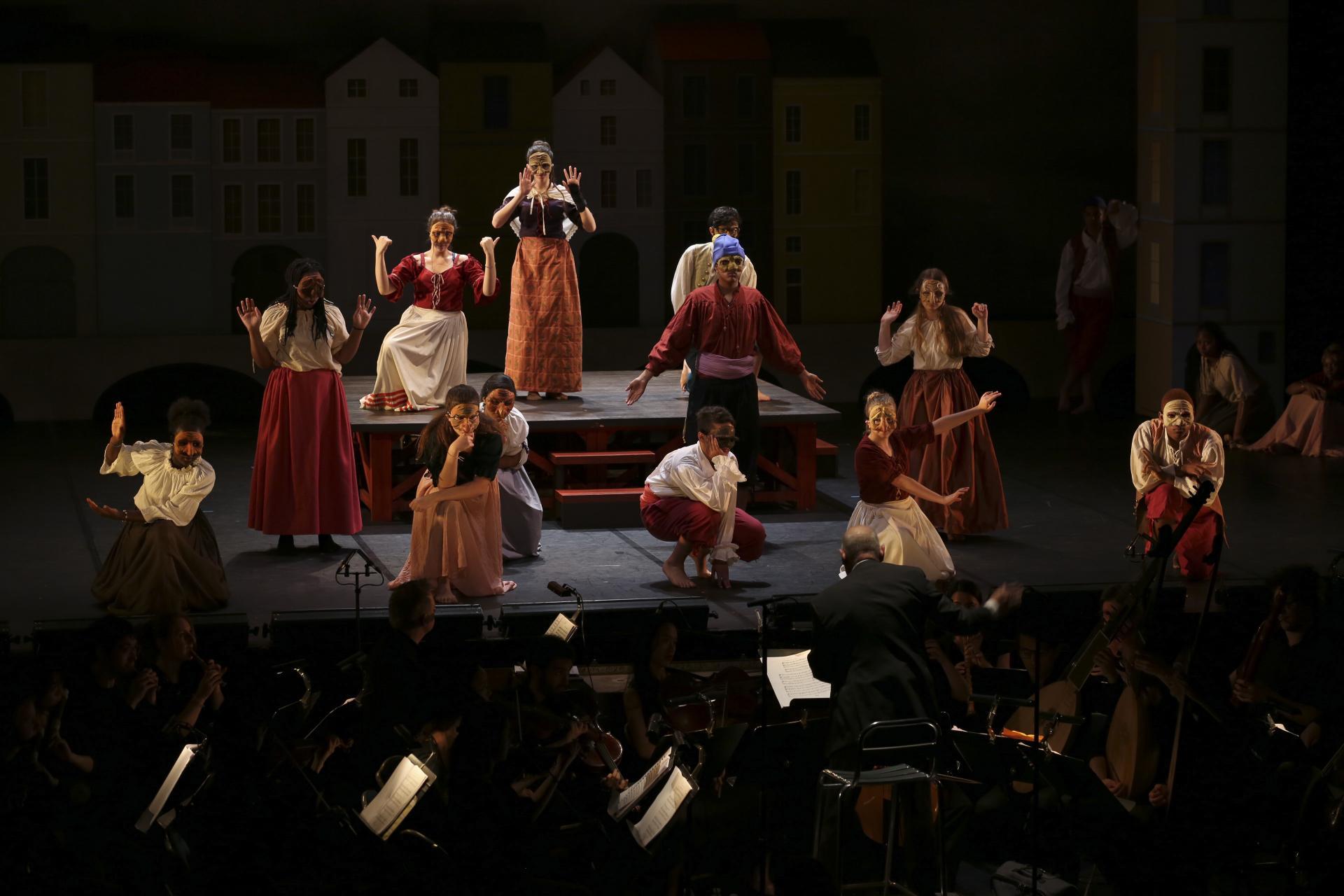 Scène des médecins dans le spectacle Baptiste ou l'opéra des farceurs créé à La Merise de Trappes le 15 mai 2019